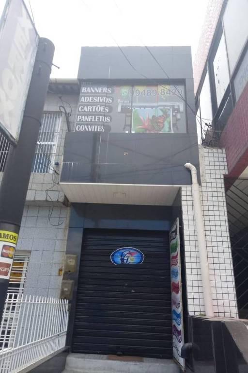 Fachada da Graff Center - Gráfica Rápida, no centro de Abreu e Lima. A empresa, terceirizada pela Colossu's, teria rodado o material de Luciano Bivar