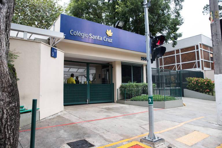 Fachada do colégio Santa Cruz, em Alto de Pinheiros (zona oeste de SP)