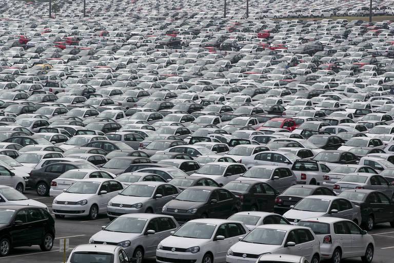 Carros parados no pátio da Volkswagen em São Bernardo do Campo (SP); tratado atual prevê o livre comércio de carros e autopeças a partir de 19 de março