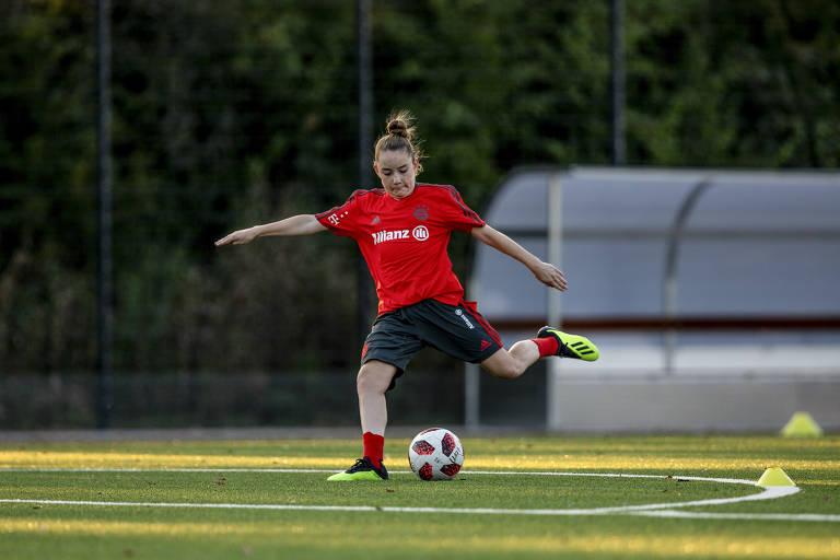 Olivia tenta ser jogadora de futebol profissional aos 13 anos