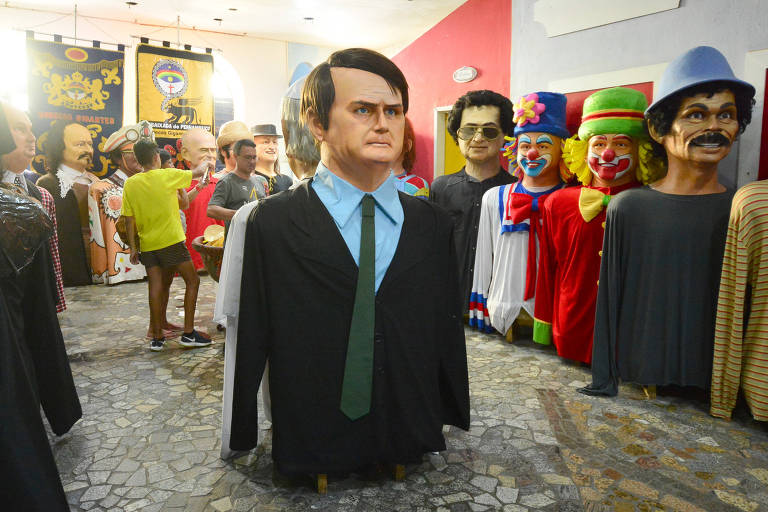 Boneco gigante de Bolsonaro, em Recife (PE); desfile em Olinda poderia não ocorrer por medo de represálias