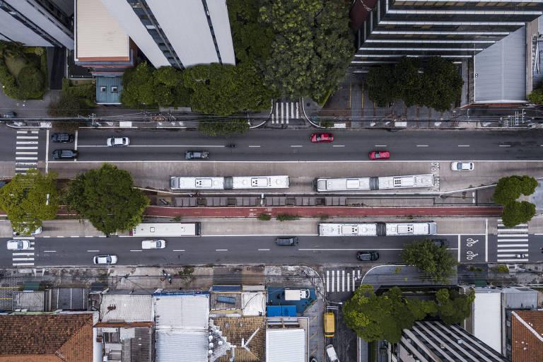Corredor de ônibus da avenida Engenheiro Luís Carlos Berrini, o último entregue na cidade, com trechos em 2016 e 2018