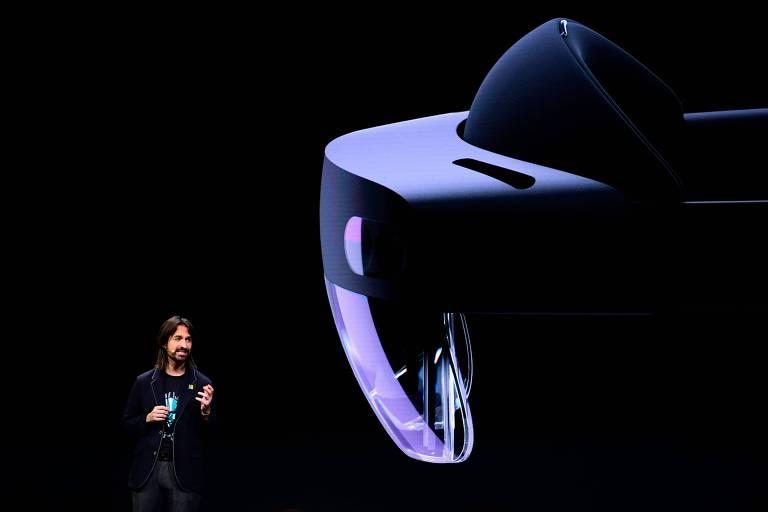 Anúncio do HoloLens 2 durante apresentação da Microsoft no Mobile World Congress (MWC)