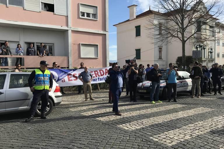 Manifestação contra a palestra de Jean Wyllys na Universidade de Coimbra. Grupo contrário, convocado pelo PNR, partido de extrema-direita português, tinha cerca de 12 pessoas