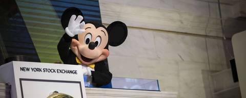 NEW YORK, NY - NOVEMBER 27: Mickey Mouse, the mascot of The Walt Disney Company, waves before ringing the opening bell at the New York Stock Exchange (NYSE), November 27, 2017 in New York City. Disney is marking the company's 60th anniversary as a listed company on the NYSE. (Drew Angerer/Getty Images)