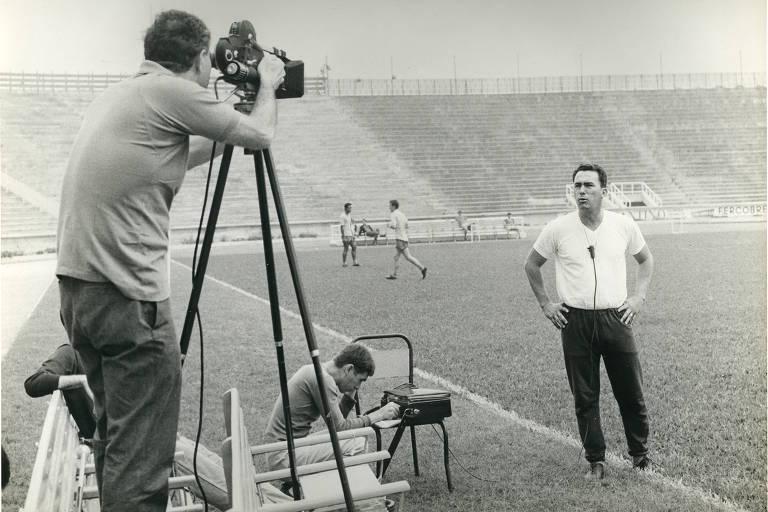 Filmagem em campo de futebol