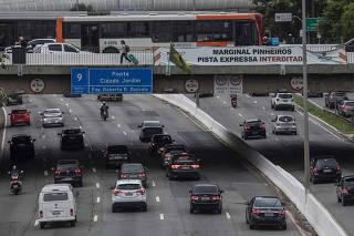 Situacao das pontes em Sao Paulo. Vista da Ponte Cidade Jardim sobre o rio Pinheiros