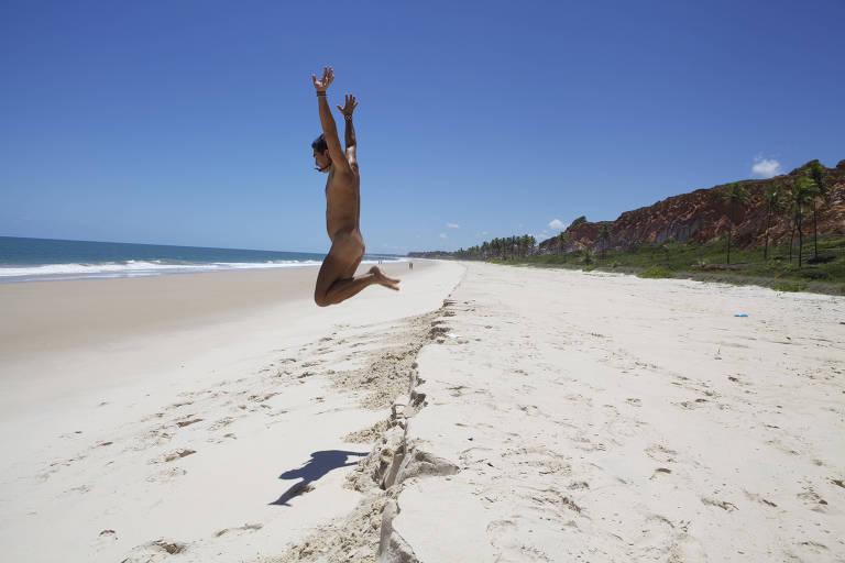 Praia de Tambaba, na Paraíba