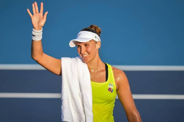 Bia Haddad comemora vitória sobre a americana Sloane Stephens (quarta colocada do ranking) no torneio de Acapulco, o triunfo mais expressivo da sua carreira