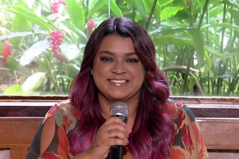 Petra Gil mostra cabelos em tom de rosa para o Carnaval no 'Mais Você'