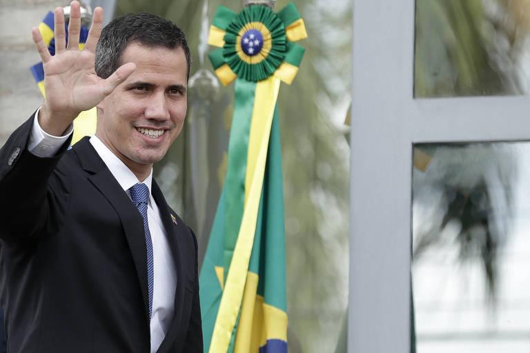 Juan Guaidó chega para reunião com embaixadores na sede da delegação da Comunidade Europeia em Brasília