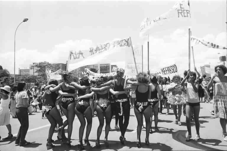 Desfile de 1981 do Pacotão, em Brasília, com críticas às dificuldades do governo em conter a inflação