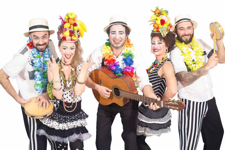 Banda Estralo interpreta canções que deram fama à Carmen Miranda em show no Sesc Consolação