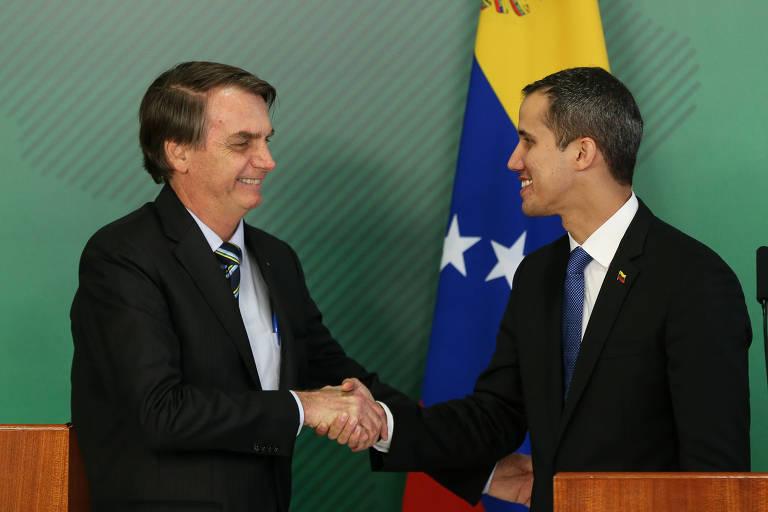 O autodeclarado presidente interino da Venezuela Juan Guaido e o presidente Jair Bolsonaro durante declaração a imprensa após reunião do Palácio do Planalto