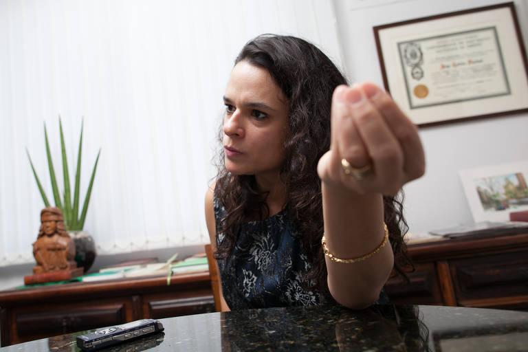 A advogada Janaina Paschoal durante entrevista exclusiva em seu escritório para Folha