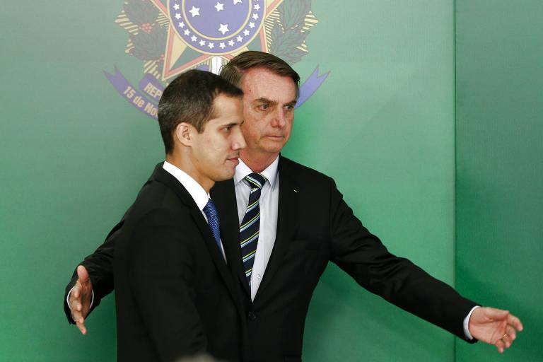 O presidente Jair Bolsonaro, à dir., recebe Juan Guaidó, líder da oposição ao regime de Nicolás Maduro na Venezuela, em visita a Brasília