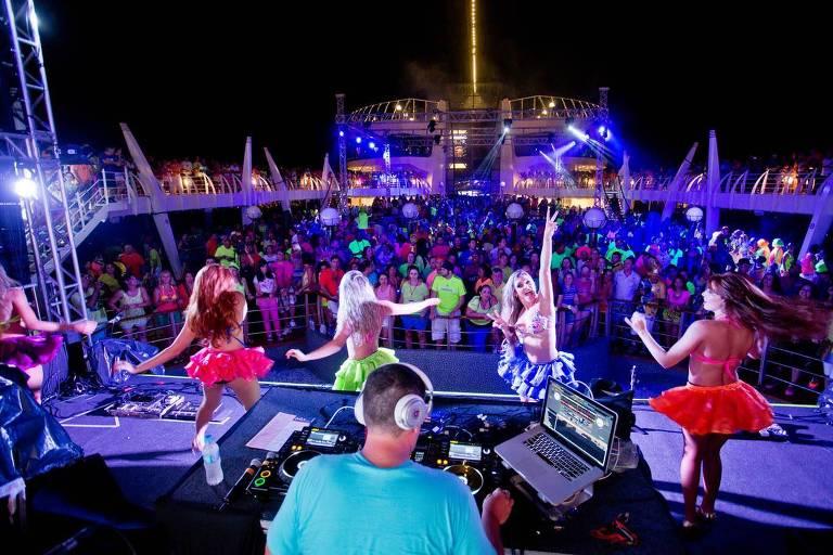 Festa em edição anterior do cruzeiro Energia na veia no navio MSC Seaview