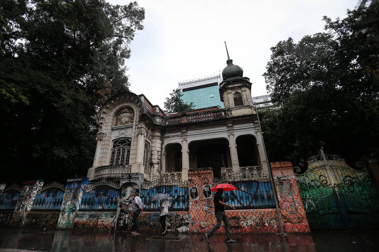 Casarão centenário na avenida Paulista