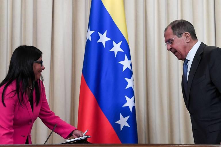 O ministro das Relações Exteriores da Rússia, Sergei Lavrov, e a vice-presidente venezuelana, Delcy Rodriguez, em Moscou
