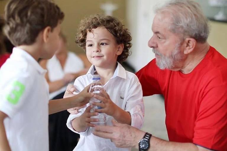 Neto de 7 anos do ex-presidente Lula morre de meningite