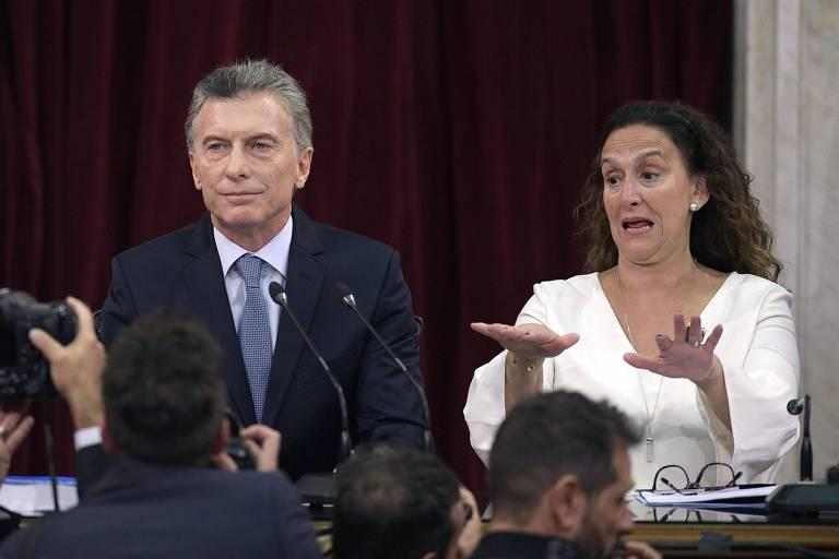 Mauricio Macri ao lado da vice-presidente Gabriela Michetti