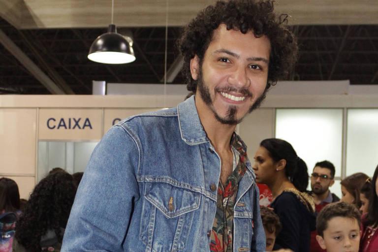 """Igor Pires organizador de """"Textos Cruéis Demais para Serem Lidos Rapidamente"""" durante a 25ª Bienal Internacional do Livro de São Paulo, no Anhembi"""