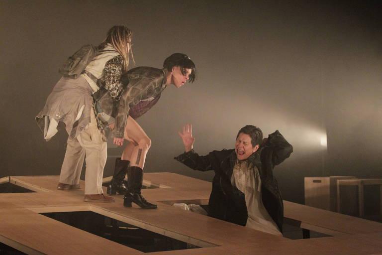 As atrizes Simone Evaristo, Miclelle Boesche e Denise Weinberg em cena do espetáculo 'Imortais'