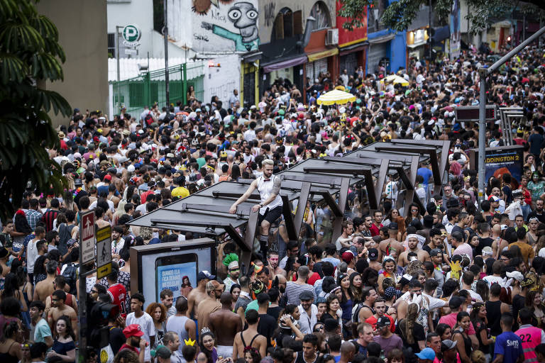 De Esfarrapado a empresas, blocos de SP renasceram e transformaram o Carnaval