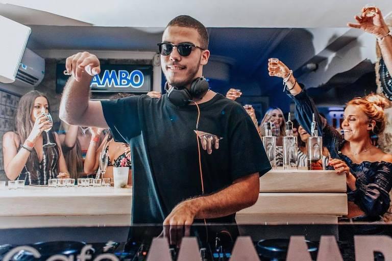 Ronald. filho do ex-jogador Ronaldo Fenômeno, lança primeiro trabalho como DJ