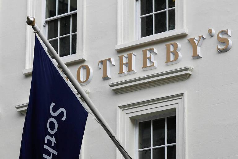 Fachada da casa de leilão Sotheby's em Londres
