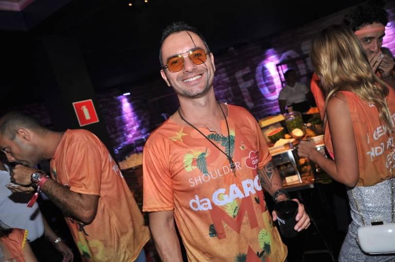 Camarote DaGaroa reúne famosos no primeiro dia de desfiles do Carnaval paulista entre eles: Marco Luque