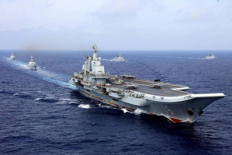O porta-aviões chinês Liaoning durante exercícios no Pacífico em abril de 2018
