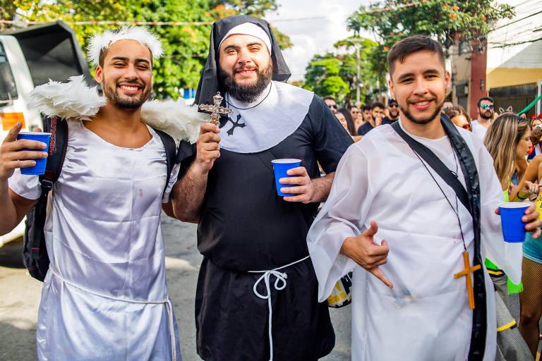 Foliões curtem sábado de Carnaval em SP