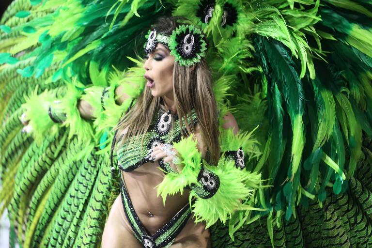 Mocidade Alegre se apresenta durante segundo dia de desfiles do grupo especial no Sambódromo do Anhembi