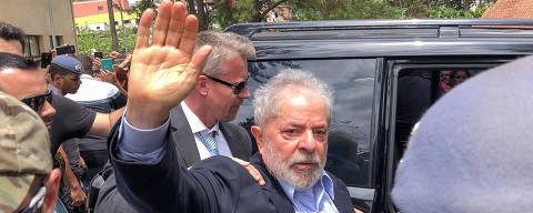 Brazil's former President Luiz Inacio Lula da Silva, leaves for the cemetery to attend the funeral of his 7-year-old grandson, in Sao Bernardo do Campo, Brazil March 2, 2019. Ricardo Stuckert Filho/ Lula Institute/Handout via REUTERS. ATTENTION EDITORS - THIS IMAGE WAS PROVIDED BY A THIRD PARTY. ORG XMIT: UMS51