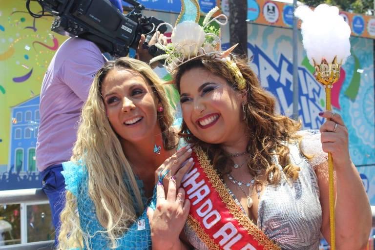Bloco Algodão Doce da cantora Carla Perez - Mariana é coroada e recebe faixa de rainha do bloco infantil Algodão Doce