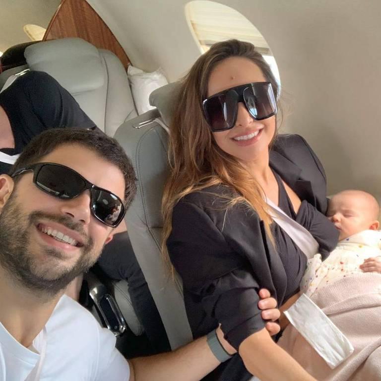 Sabrina Sato vai de jatinho para o Rio com a família para desfila na Unidos de Vila Isabel