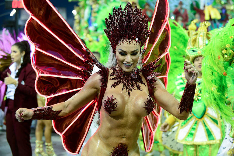 Juju Salimeni desfila para a X-9 Paulistana no Carnaval 2019