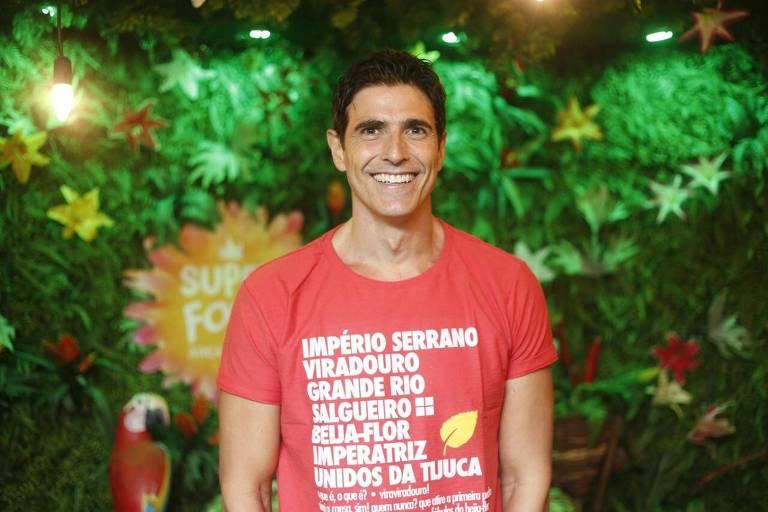 Reynaldo Gianecchini aproveita o primeiro dia de desfiles do Carnaval do Rio