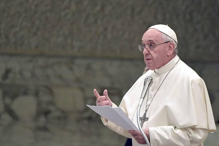 Papa Francisco fala durante conferência no Vaticano