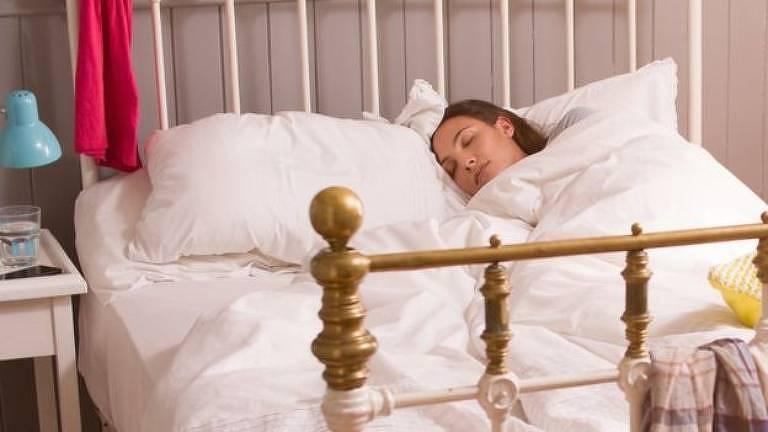 Estudo reforça recomendações existentes de que é importante dormir o suficiente durante a semana