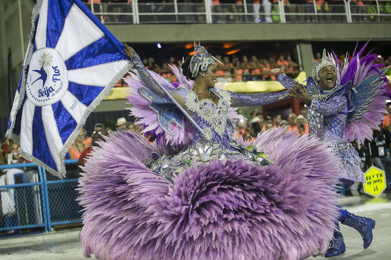 Beija-flor durante primeiro dia de desfiles do grupo especial na Marquês de Sapucaí