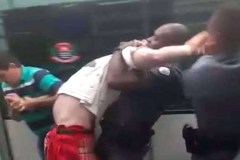 Policial quebra parte do braço de Geovani que está retido
