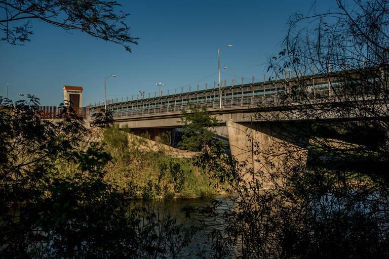 A ponte que liga as cidades de McAllen, no estado do Texas, e Reynosa, no México