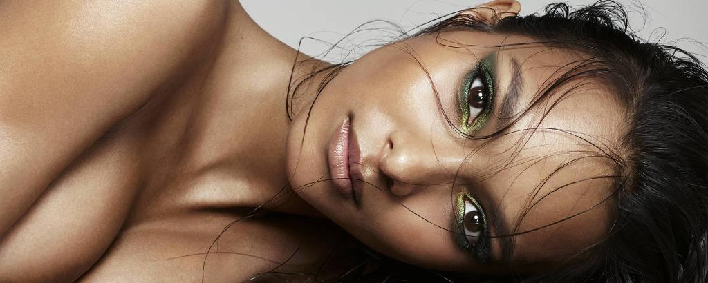 A modelo Laís Ribeiro em ensaio feito por Sarah Silver