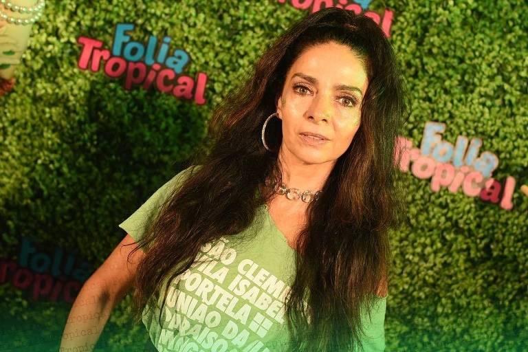 Carnaval 2019: Cláudia Ohana no camarote Folia Tropical, na segunda noite de desfiles na Sapucaí, no Rio de Janeiro