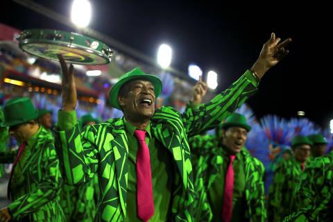 Moradores do Rio apoiam corte de verba pública para escolas de samba
