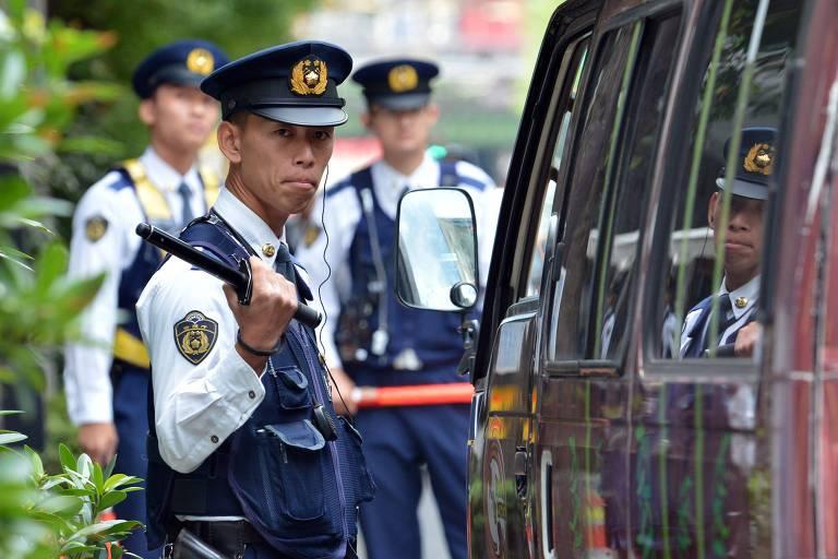 Policiais vigiam evento em Tóquio