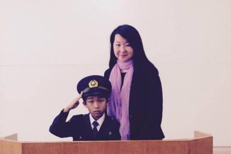 Diretora de uma escola brasileira no Japão, Mayumi Uemura diz que policiais organizam eventos dentro de escolas, com treinamentos sobre regras do trânsito, por exemplo