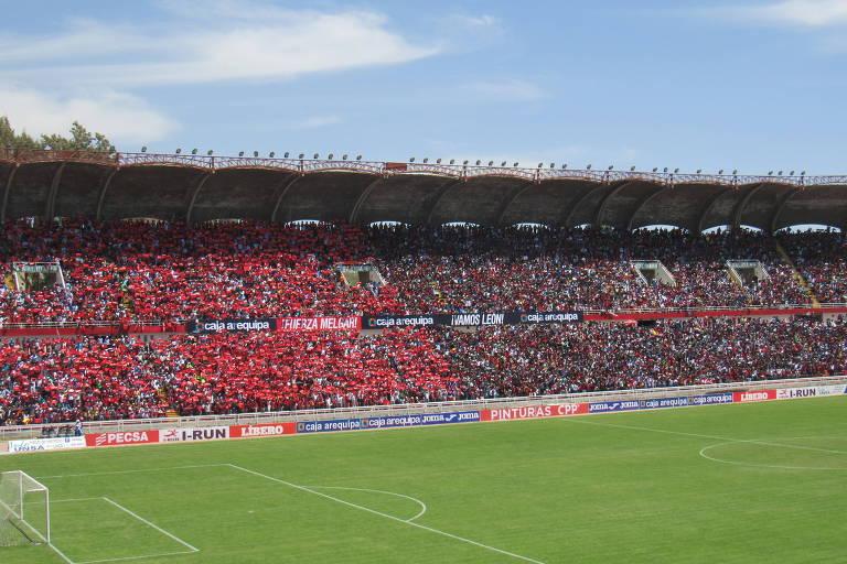 Arquibancada do estádio Monumental de la UNSA, em Arequipa, durante jogo do Melgar